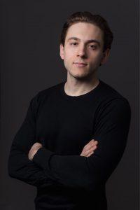 Актер Артур Петров
